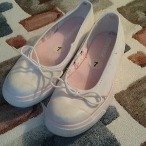 Converse sz 7 White w Pink Accents Shoes